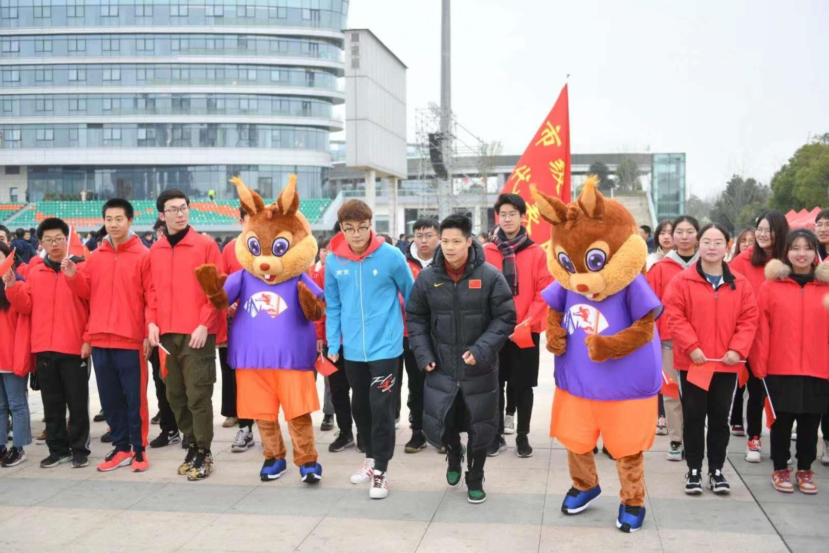 Chinese sprint star Su Bingtian led more than 4000 runners at the 38th edition of the annual New Year Run in Nanjing, the host city of the next World Athletics Indoor Championships.