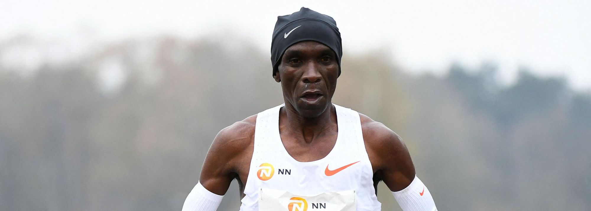 Eliud Kipchoge waited until the final 30 minutes of the NN Mission Marathon to make his winning move as the Kenyan great kicked on to win the World Athletics Label road race in 2:04:30 at Twente Airport in Enschede on Sunday (18).