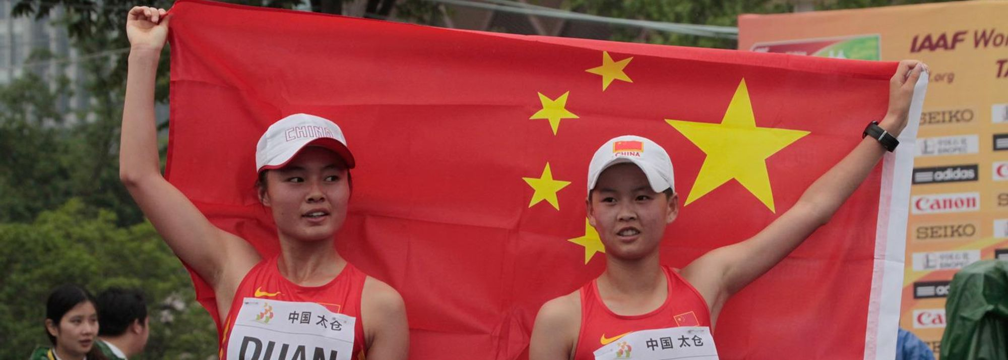 Duan Dandan and Yang Jiayu started the day off in magnificent fashion for the host of the 2014 IAAF World Race Walking Cup as the Chinese pair took gold and silver in the junior women's 10km on Sunday (4).