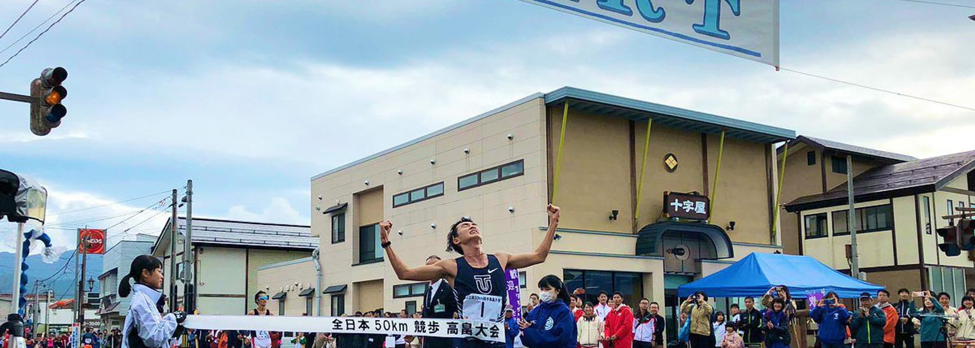 Masatora Kawano booked his place on Japan's 2020 Olympic team by winning the 50km race walk in Takahata in a national record of 3:36:45 on Sunday (27).
