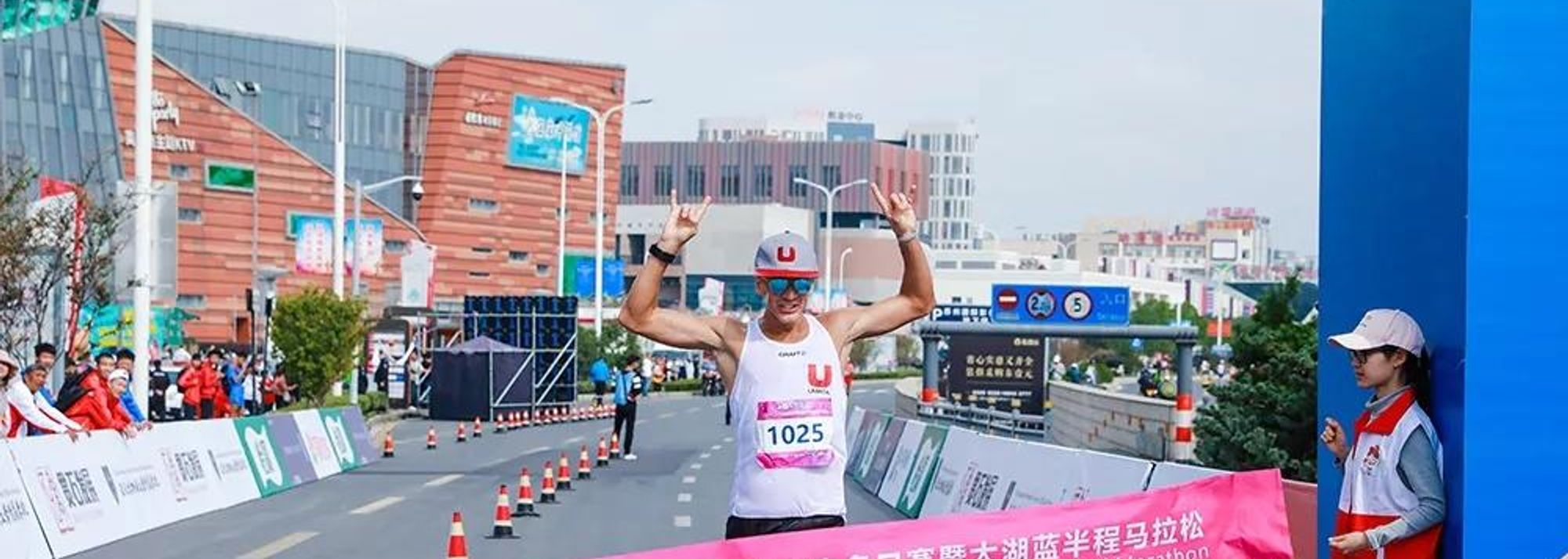 Sweden's Perseus Karlstrom confirmed his favourite status to dominate the men's race with three straight victories at the Around Taihu International Race Walking competition while Brazil's Erica de Sena rallied to take the women's individual title at the last leg of this year's IAAF Race Walking Challenge that concluded in the Chinese city of Suzhou on Tuesday (22).