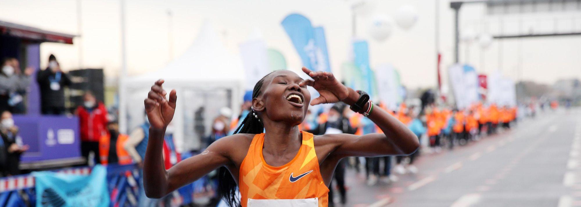World marathon champion Ruth Chepngetich took 29 seconds off the world record to win the N Kolay Istanbul Half Marathon, a World Athletics Elite Label road race, clocking a stunning 1:04:02 in the Turkish city on Sunday (4).