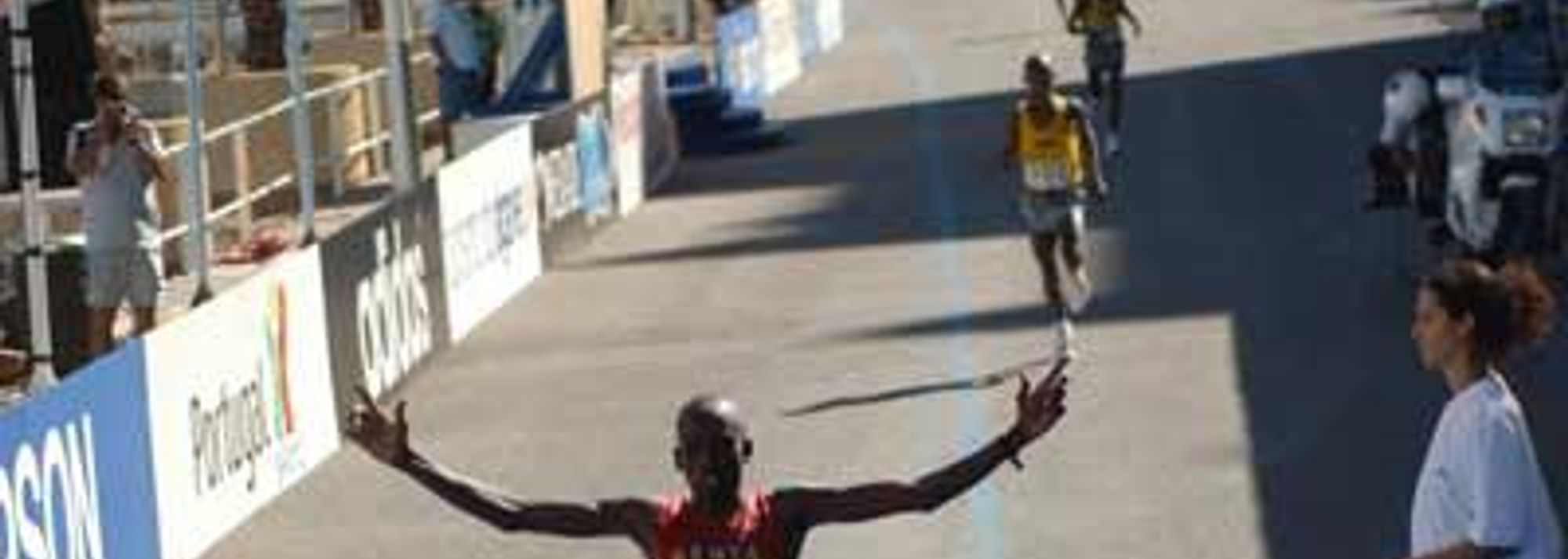 After a closely run race, Martin Lel won the final sprint to snatch individual gold for Kenya in the men's race in Vilamoura this morning