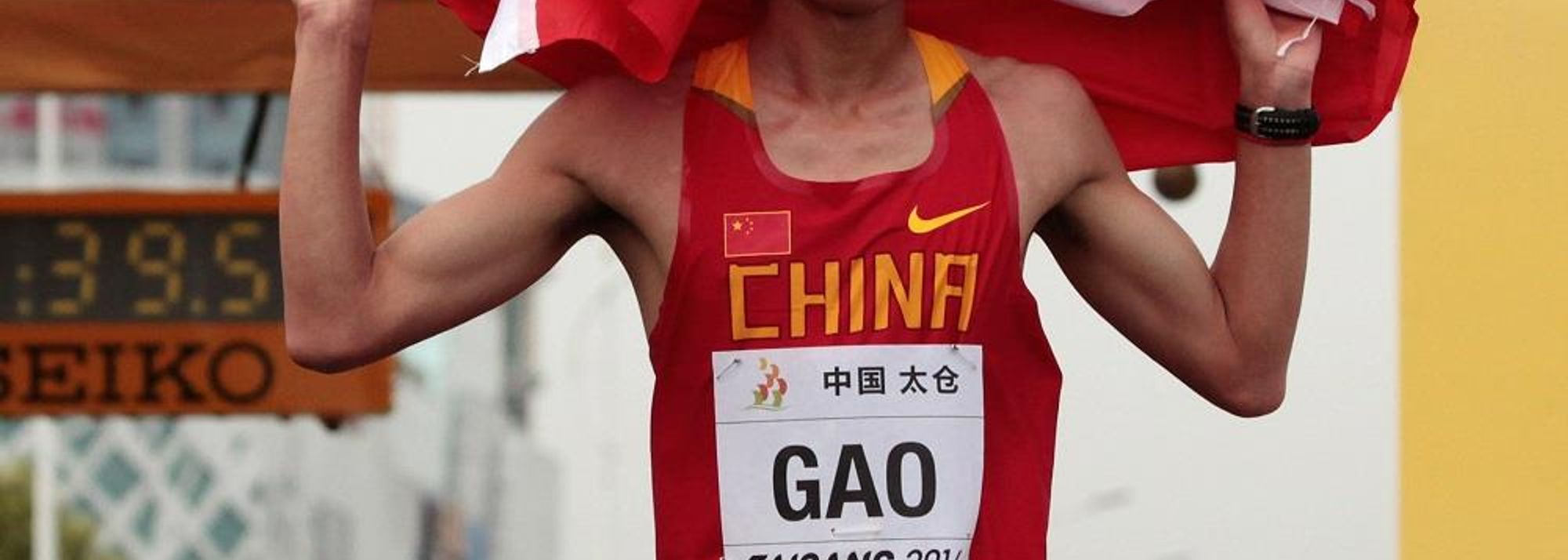 A thrilling last 2km lap, with four men in contention at the bell, saw Gao Wenkui triumph on home soil in the junior men's 10km race at the 2014 IAAF World Race Walking Cup in Taicang, China on Saturday (3).