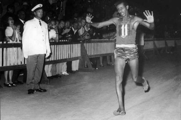 abebe-bikila-1960-olympic-marathon-victory