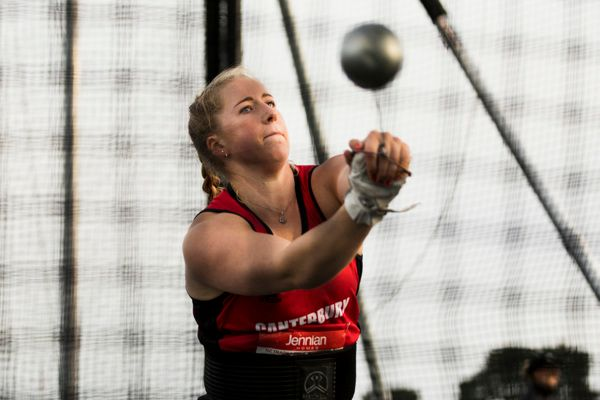 lauren-bruce-hammer-throw-new-zealand
