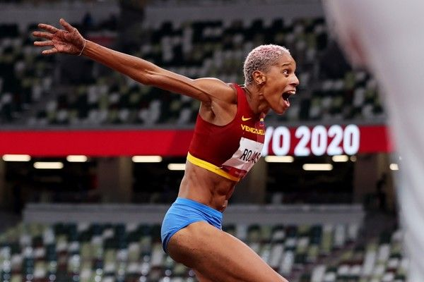 rojas-smashes-world-triple-jump-record-with-1567m-in-tokyo