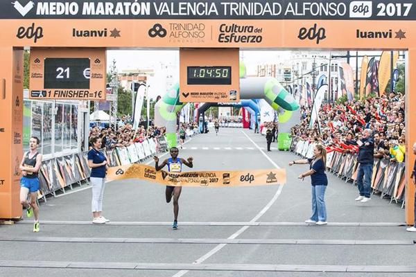 valencia-half-marathon-2017-joyciline-jepkosg