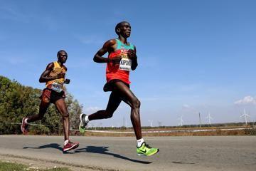 kipchoge-makes-marvellous-marathon-debut-with