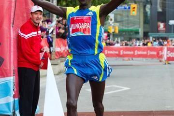 mungara-and-cherop-take-toronto-marathon-titl