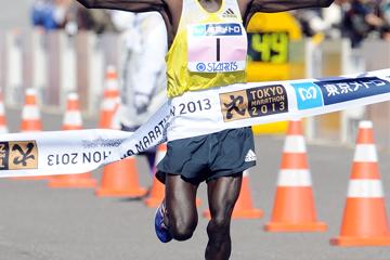 kimetto-clocks-course-record-20650-at-tokyo-m