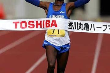 fukuoka-marathon-2013-joseph-gitau-mekubo-mog