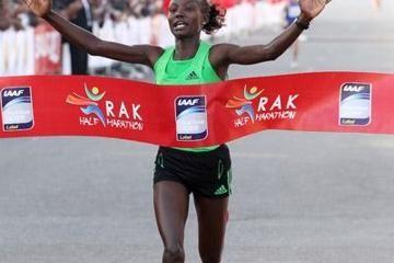 keitany-smashes-half-marathon-world-record-in