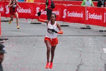 mimi-belete-course-record-toronto-marathon