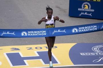 worknesh-degefa-lawrence-cherono-boston-marat