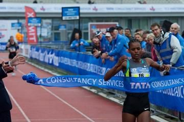 chebet-and-hailu-break-course-records-in-amst