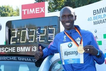 wilson-kipsang-sets-world-record-of-20323-in
