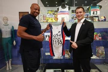 mike-powell-tokyo-91-world-record-vest-iaaf-h