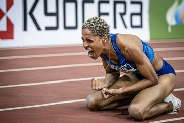 Yulimar Rojas celebrates her world indoor record in the triple jump (Sergio Mateo)