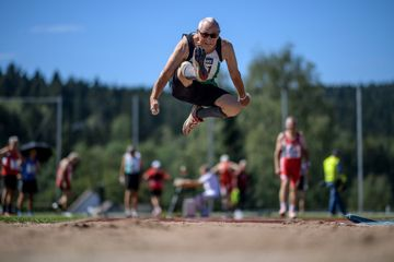 Guenther Herzberg competes in the long jump at the Senior German Championships (Matthias Hangst)