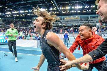 Mondo Duplantis after clearing a world record of 6.17m in Torun (Pawel Skraba)