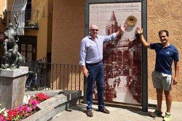 Chris Turner and Antonio Castiglia at the unveiling of the Heritage Plaque in Castelbuono's Piazza Margherita