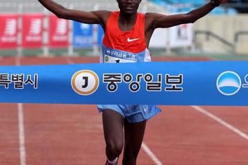 kwambai-defends-clocks-20550-course-record-in