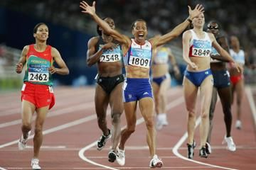 stu-forster-kelly-holmes-olympic-victory-phot