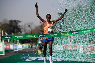 lonyangata-saina-win-paris-marathon
