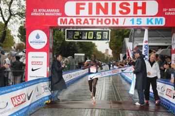 kiplagat-defends-in-cold-and-rainy-istanbul