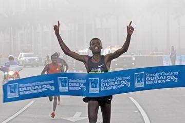debutant-desisa-wins-dubai-marathon-in-20445