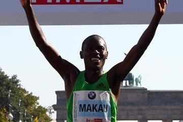 makau-stuns-with-20338-marathon-world-record