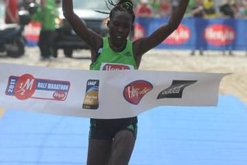 limo-and-cheromei-shatter-course-records-at-p