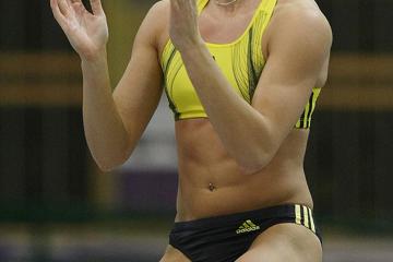 suhr-pole-vault-world-indoor-record