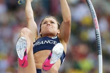 lotout-sets-championship-record-in-pole-vault