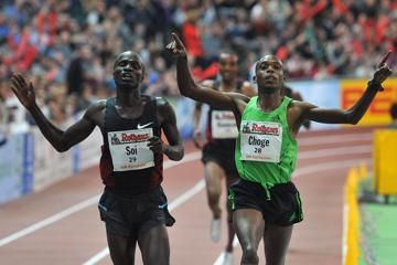 three-world-leads-as-middle-distances-steal-t