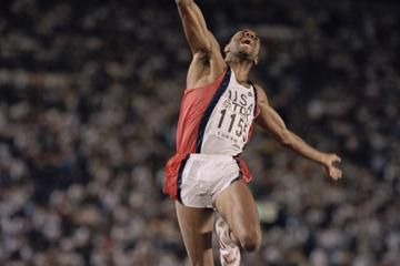 mike-powell-long-jump-world-record-tokyo-1991-carl-lewis