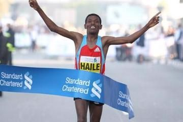 gebrselassie-fights-off-back-pain-and-late-ra