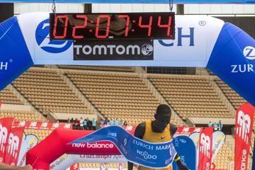 titus-course-record-seville-marathon