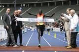 kimetto-breaks-25km-world-record-in-berlin